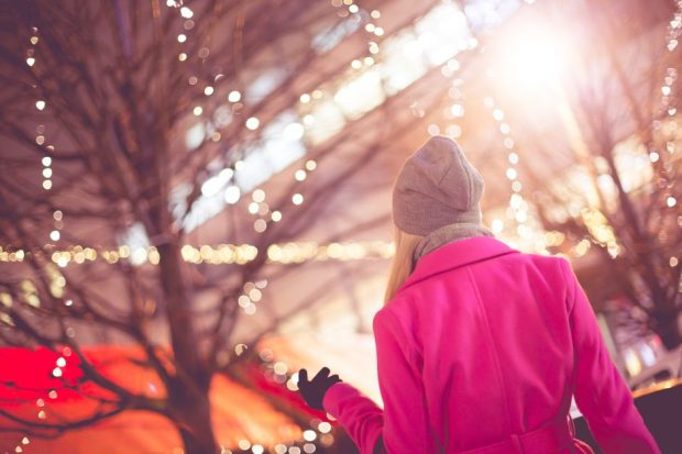 beautiful-woman-at-christmas-market-picjumbo-com